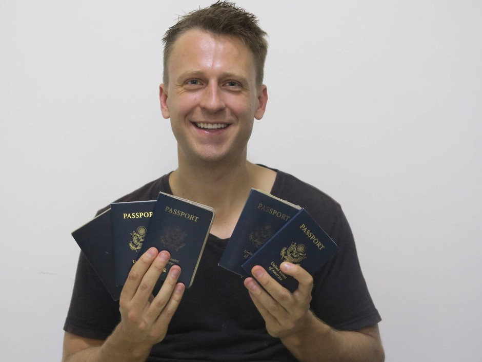 Wie kann er sich die vielen Flüge leisten? Dustin Pfundheller plant seine Flüge akribisch voraus und versucht, möglichst günstige Verbindungen zu finden.