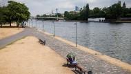 Vertrocknetes Mainufer in Frankfurt aus dem Sommer 2015: Sieht es womöglich bald wieder so aus?