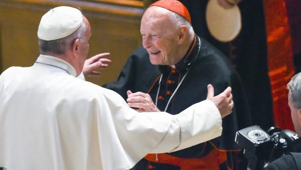 Papst entlässt früheren Kardinal McCarrick aus Klerikerstand