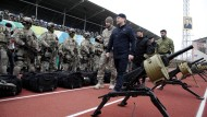 Inszenierung der Macht: Ramsan Kadyrow inspiziert seine bewaffneten Kräfte Ende Dezember