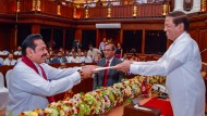 Mahinda Rajapaksa wird von Präsident Sirisena zu Sri Lankas neuem - und altem - Ministerpräsidenten ernannt.