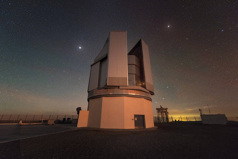 Das VLT Survey Telescope ist das größte Teleskop, das Himmelsdurchmusterungen im optischen Wellenlängenbereich durchführt.