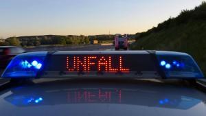 Lange Blockade der A44 nach Lastwagen-Unfall