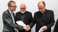 Hand drauf: Dreßing, Marx und Ackermann bei der Vorstellung der Studie
