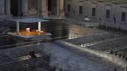 Papst-Segen vor menschenleerem Petersplatz
