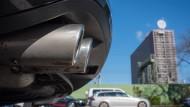 Der Auspuff eines VW Passat