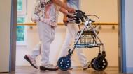 Welches Pflegemodell passt zu meinen Angehörigen – und irgendwann auch zu mir?