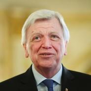 Hessischer Ministerpräsident Volker Bouffier: Er ist zufrieden mit der Integration von Flüchtlingen in Hessen.