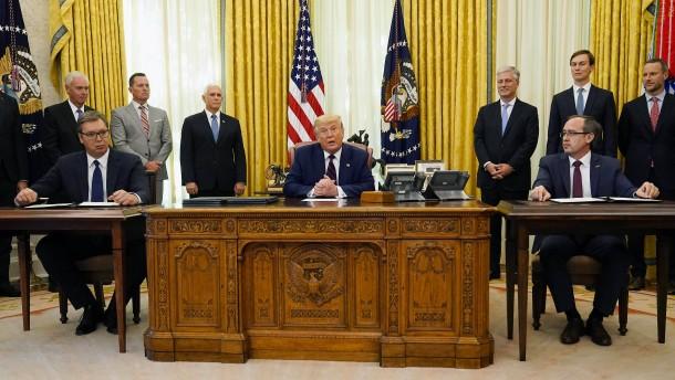 Wie Trump in die Innenpolitik im Kosovo eingriff