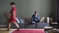 Dem neuen Bewohner kann es schwer fallen, sich in der neuen Wohnung zuhause zu fühlen, wenn er keine Mitsprache bei der Einrichtung hat.
