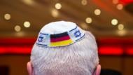 Die Einbürgerung für NS-Verfolgte soll einfacher werden: Vor allem aus der jüdischen Bevölkerung in Großbritannien besteht großes Interesse.