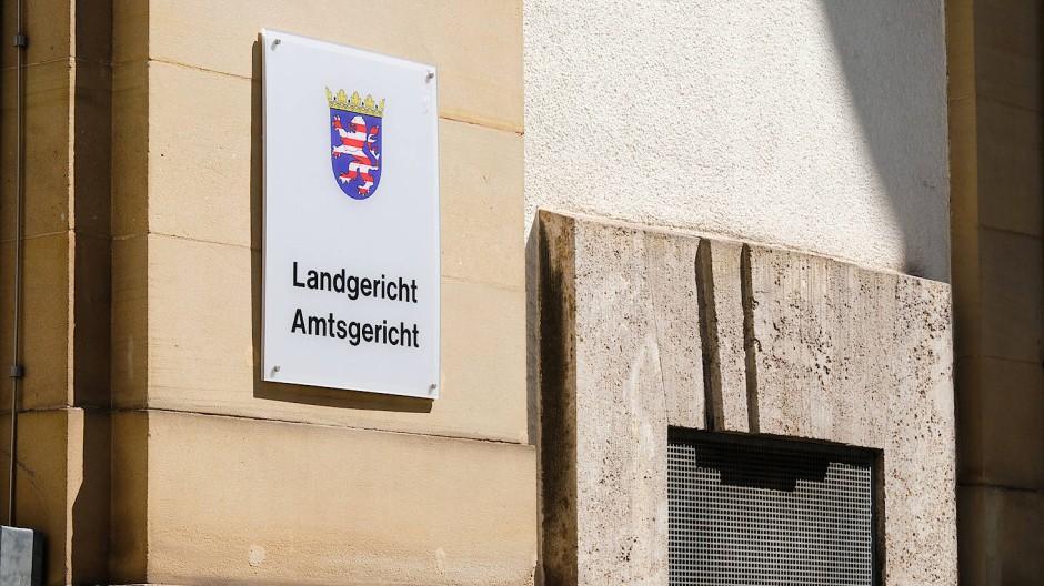 Das Landgericht Frankfurt verneint Pflichtverletzungen der Neckermann-Chefs