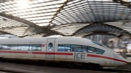 Ein ICE der Deutschen Bahn am Kölner Hauptbahnhof