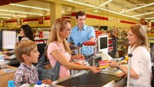 Warum es junge Akademiker in den Einzelhandel zieht