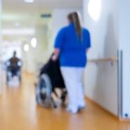 Pflegekräfte könnten in der Corona-Krise einen Bonus erhalten.