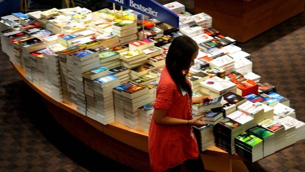 Thalia Buchhandlung - Die zweitgrößte deutsche Buchhandelskette hat  allein Berlin zwölf Filialen, in denen sie neben Büchern zunehmend auch Papierwaren aller Art im Sortiment hat.