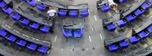 Platz machen und neu anordnen: Der Plenarsaal des Bundestages wird für die neue Regierung umgebaut.