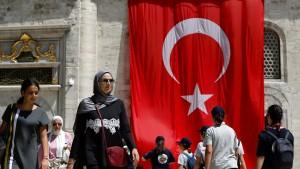 Ratingagenturen stufen Türkei-Anleihen weiter herab