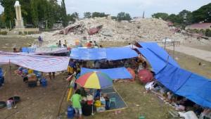 Zahl der Toten nach Erdbeben steigt auf mehr als 100