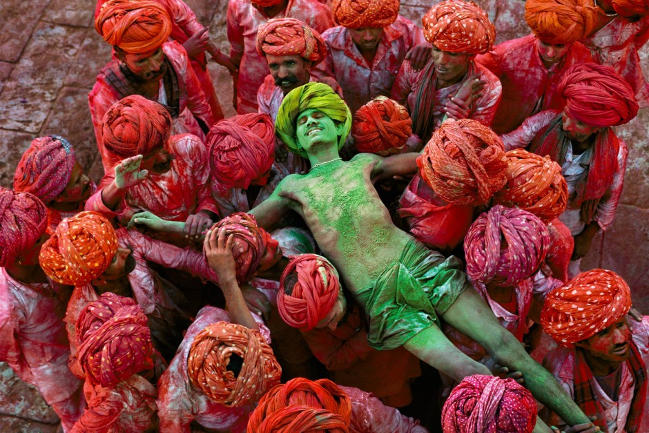 Szene von einem Holi-Festival (Festival der Farben) in Indien 1996