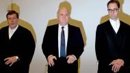 Uli Hoeneß steht am Dienstag zwischen seinen Anwälten Hanns W. Feigen (links) und Markus Gotzens.