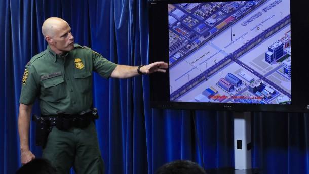 Prototypen für Grenzmauer zu Mexiko in Bau