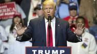 Donald Trump bezeichnet die Vorwürfe gegen ihn als erfunden.