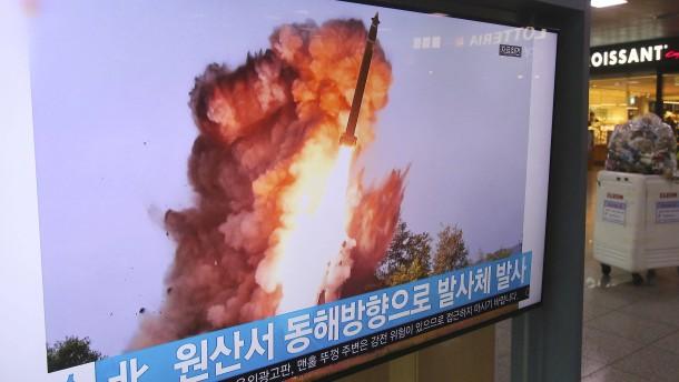 Nordkorea schießt Raketen in Richtung Japanisches Meer