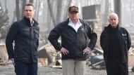 """""""Das ist sehr traurig mit anzusehen"""", sagte Trump zum Ausmaß der Schäden."""