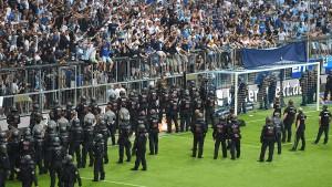 Regensburg bejubelt Durchmarsch – Löwen-Fans randalieren