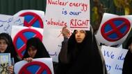 Weiter Streit um Atom-Programm