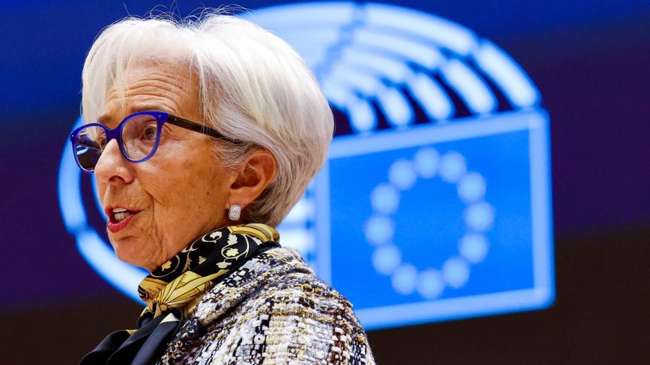 Die Präsidentin der Europäischen Zentralbank, Christine Lagarde, spricht bei einer Plenar-Sitzung im Europäischen Parlament.