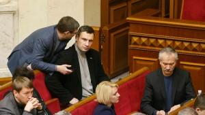 Parlament annulliert Demonstrationsgesetze