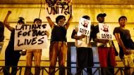Demonstranten protestieren gegen Polizeigewalt in den Vereinigten Staaten.