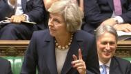 Im Juli: Premierministerin May macht sich abermals für Brexit stark
