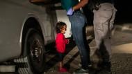 """Das Weltpressefoto des Jahres 2019: """"Crying Girl on the Border"""" vom amerikanischen Fotografen John Moore"""
