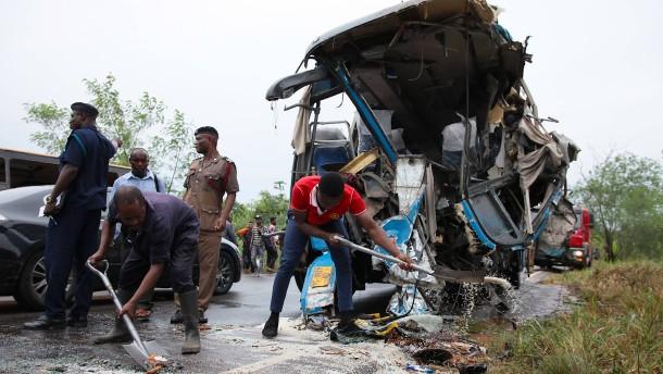 Mindestens 60 Tote bei Busunglück in Ghana