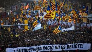 200.000 Menschen protestieren gegen Separatisten-Prozess