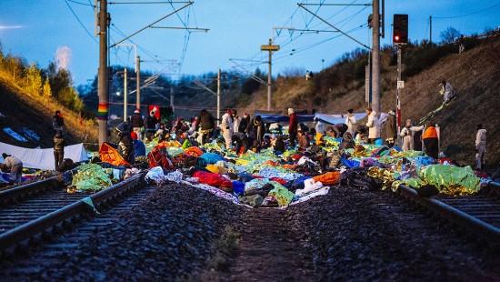 Demonstranten besetzen Gleise am Hambacher Forst