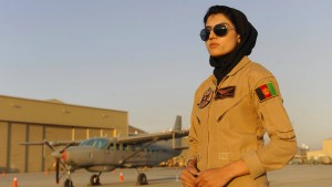 Afghanistans erste Luftwaffenpilotin ersucht um Asyl in Amerika