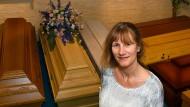 Schreinerin, Finanzberaterin, Rednerin: die Bestatterin Anette Schmidt in Bad Vilbel