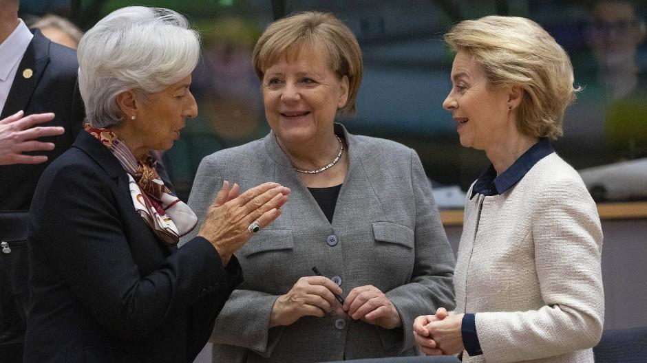 EZB-Präsidentin Christine Lagarde (von links), Bundeskanzlerin Angela Merkel und Ursula von der Leyen, Präsidentin der Europäischen Kommission
