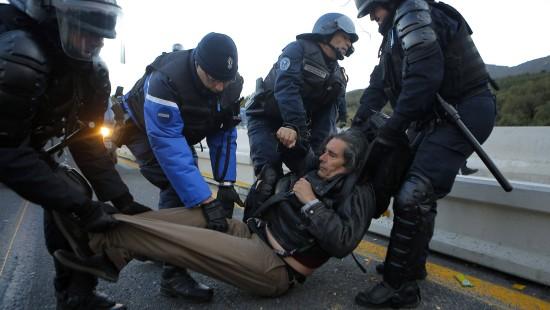 Polizei räumt Autobahn zwischen Spanien und Frankreich