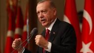 Einmal holte Erdogan doch aus: Er verkündete den Boykott von elektronischen Geräten aus Amerika.