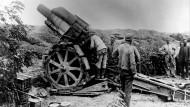 Schwere deutsche Artillerie 1915 in den Ardennen.