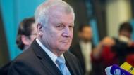 Seehofer unterstellt Merkel Herrschaft des Unrechts