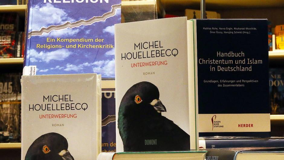 Kann der radikale Islam den Westen im demokratischen Gewand verführen? Michel Houellebecq ging dieser Frage in seinem Roman Unterwerfung nach – mit beunruhigenden Antworten.
