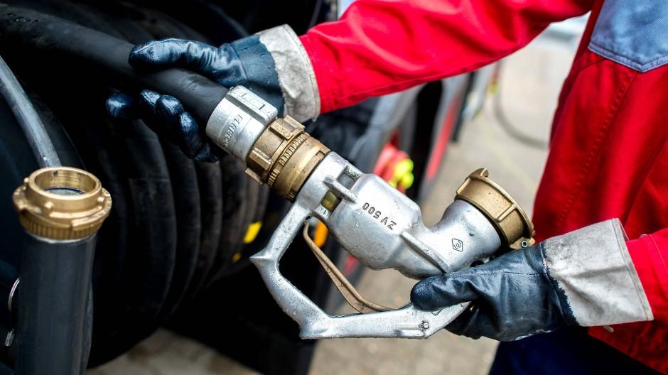 Symbolbild: Hausbesitzer sollten es sich überlegen, ihre Heizöl-Tanks bereits jetzt aufzufüllen