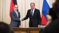 Anfang Mai traf Heiko Maas (l.) den russischen Außenminister Sergej Lawrow in Moskau.