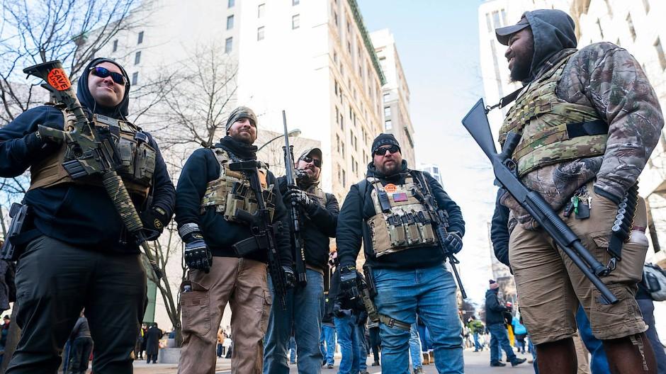 Schwer bewaffnet gegen schärfere Gesetze